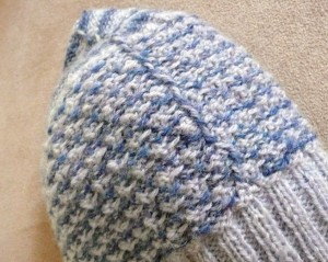 Detail of yarns carried vertically inside the hat